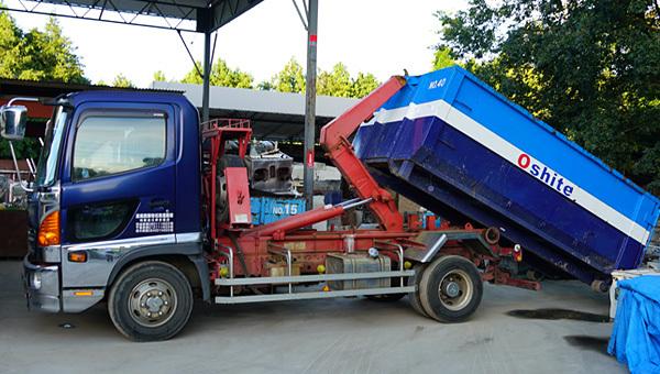 押手商店の産業廃棄物収集車